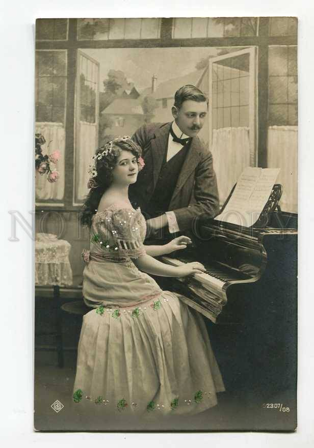 3023190-Tinted-Lady-w-PIANO-Camomiles-Vintage-Photo